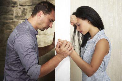 A boldogtalan párkapcsolatban élők többet isznak